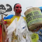 Plastic bag protest - Flickr/350.org